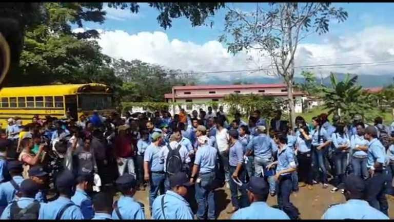 Estudiantes en protesta de la UNA denuncian intervención de empleados