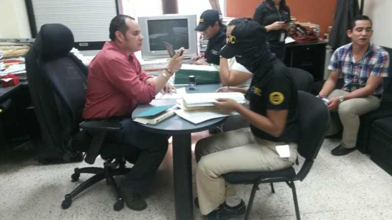 Secuestran documentos de oficinas de Mi Ambiente por caso Agua Zarca
