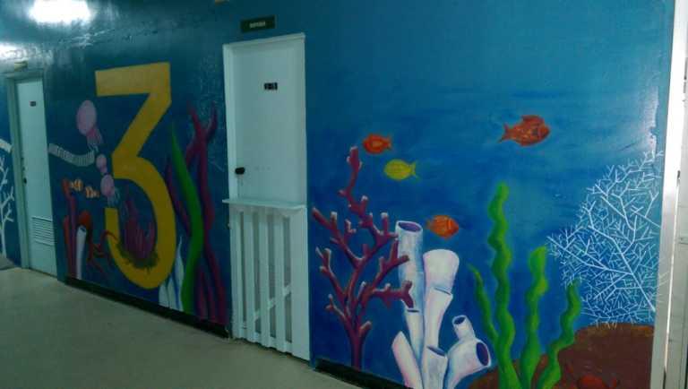Pintan sala de espera de quirófanos del Materno Infantil del HEU
