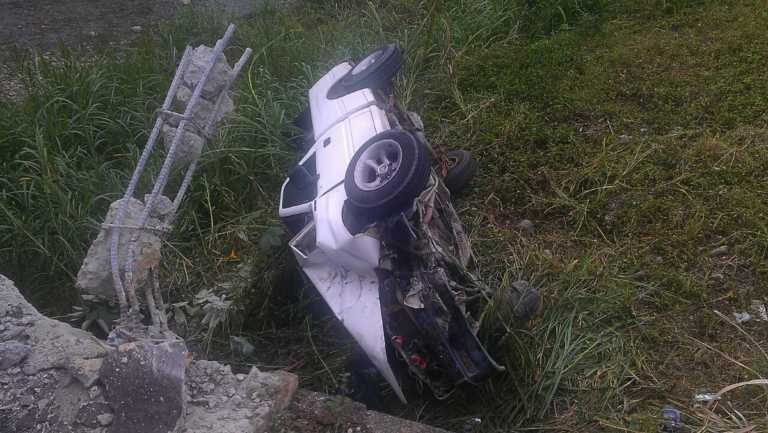 Volcamiento de vehículo deja tres personas lesionadas en Atlántida