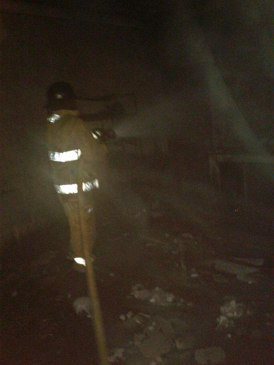 La pronta acción de los bomberos acabó con las llamas.