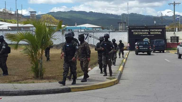 El juego: Meter y sacar drogas, armas y celulares  en penal de Támara
