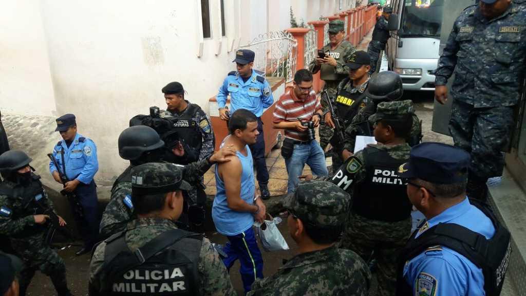 """50 reos son trasladados del penal de Santa Bárbara al """"Pozo""""."""