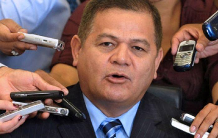 Vásquez Velásquez llega al TSE a solicitar que no inscriban candidaturas ilegales