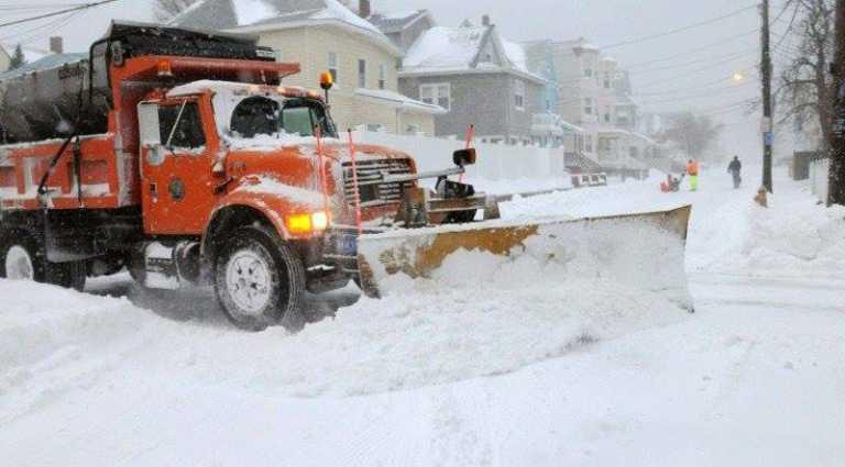 Una persona fallecida y transporte paralizado tras tormenta de nieve que azota EUA