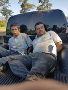 Al momento de ser capturados, dos de ellos vestían uniformes como los de una empresa de seguridad