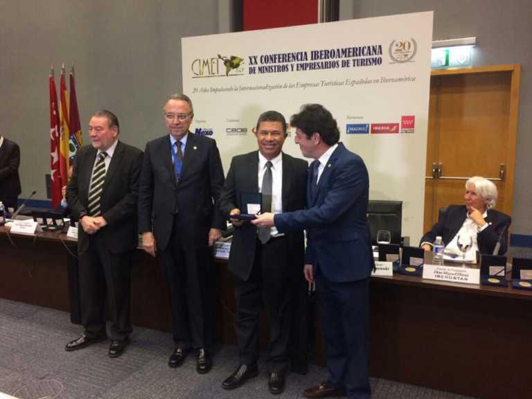 Honduras recibe medalla en Conferencia de Turismo en España