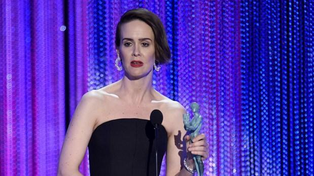 "Sarah Paulson gana el premio a Mejor actriz en serie limitada o película para TV por ""The People v. O.J. Simpson""."