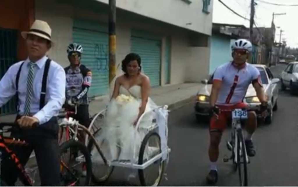 Ángela Marisela y Allan Vásquez muy felices se pasean en Tegucigalpa.