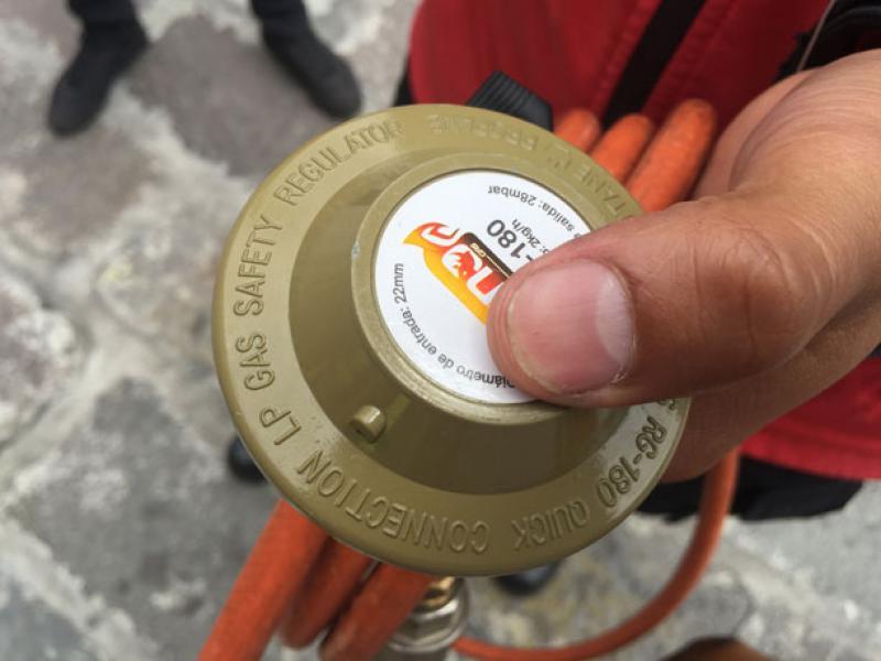 También, revise las conexiones del cilindro.
