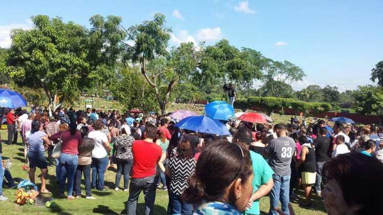 Una multitud de personas se hicieron presente.