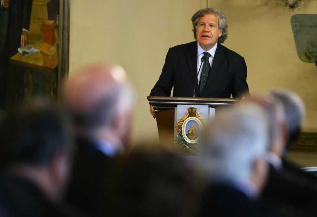 """En presencia del secretario general de la OEA, Honduras sanciona """"Ley de Política Limpia""""."""