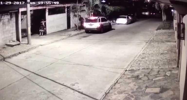 Sujetos le quitan la camioneta a una mujer en El Progreso