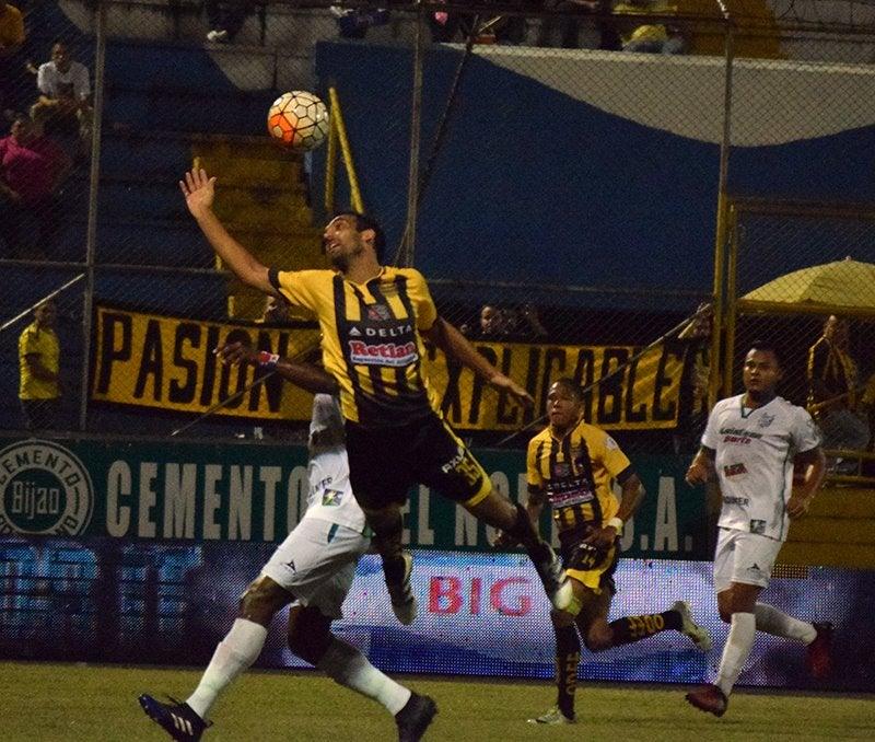 Nicolás Cardozo fue el anotador del único tanto del juego