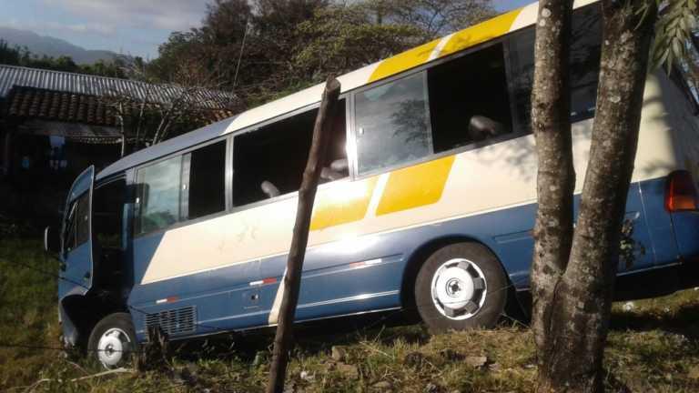 Rastra embiste bus en carretera a Olancho; al menos 15 heridos