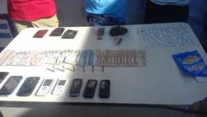 Droga, teléfonos , dinero decomisado a banda distribuidora de droga