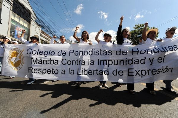 El Colegio de Periodistas de Honduras condena la «Mordaza Azul»
