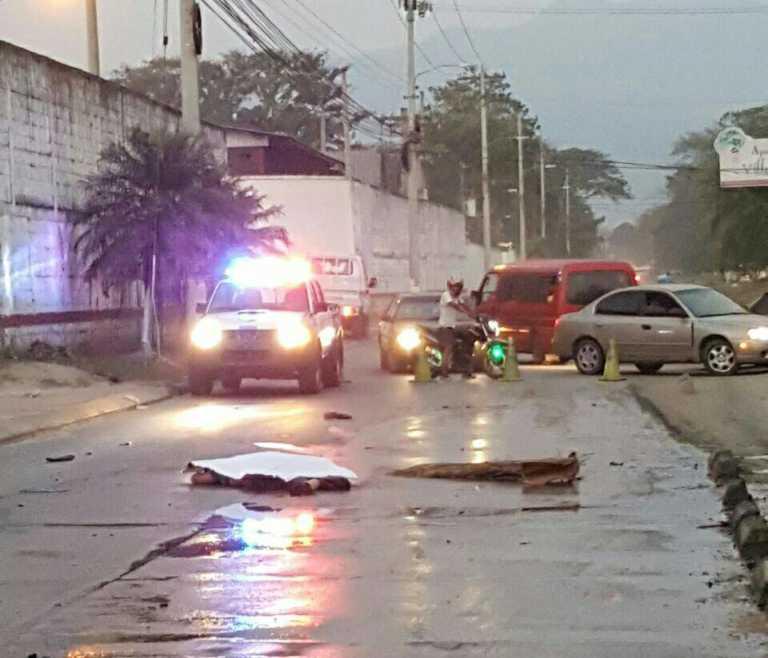 Conductor de microbús atropella a motociclista en la Felipez Zelaya