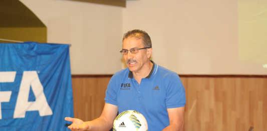El árbitro salvadoreño Rodolfo Sibrián