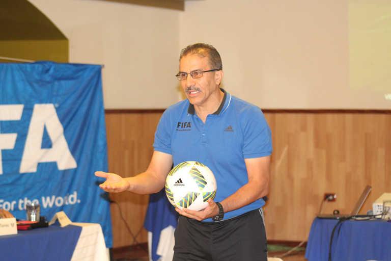 El árbitro salvadoreño Rodolfo Sibrián nuevo director de árbitros en México