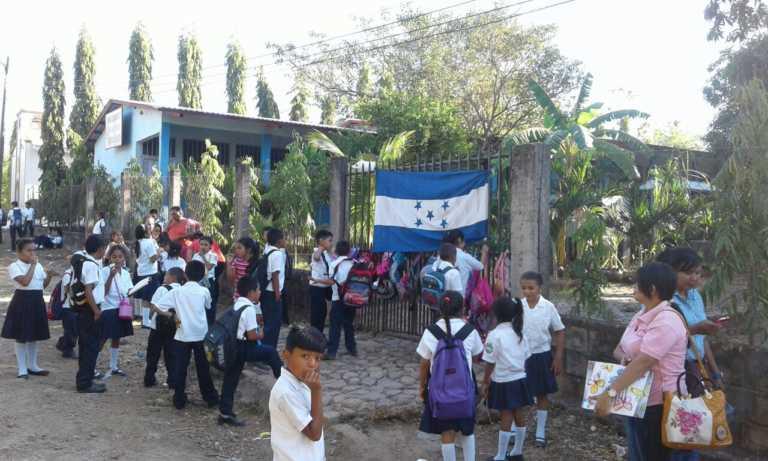 Choluteca: Maestra no se presenta a dar clases; se toman la escuela