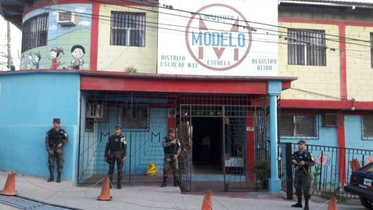 """Instituto """"Modelo"""" reinicia clases bajo presencia militar"""