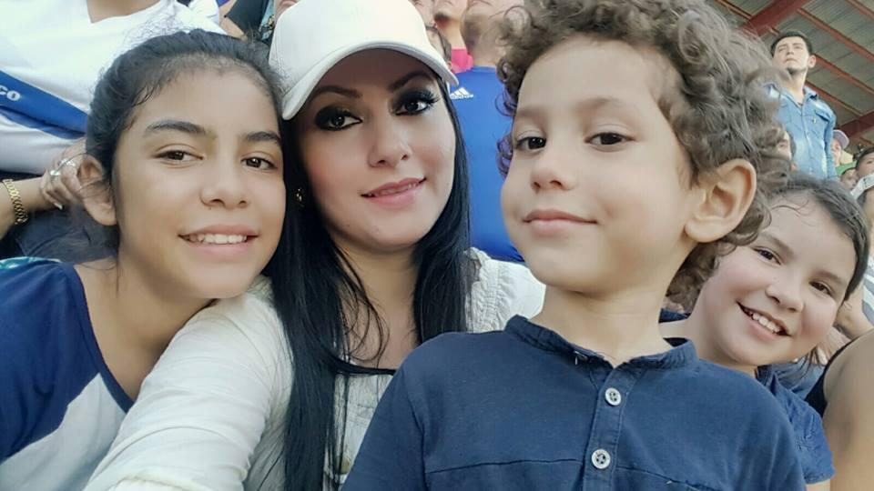 Ariana Hernández y sus hijos