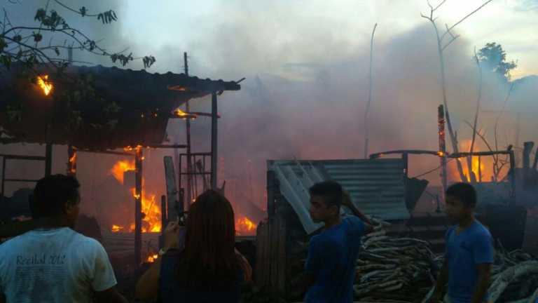 SPS: Supuesto pariente de JOH queda en la calle con sus siete hijos tras incendio