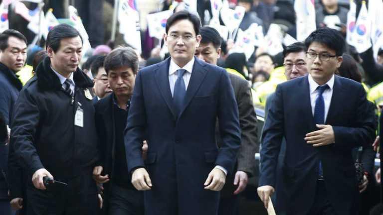 Detienen heredero de Samsung por supuesto caso de corrupción