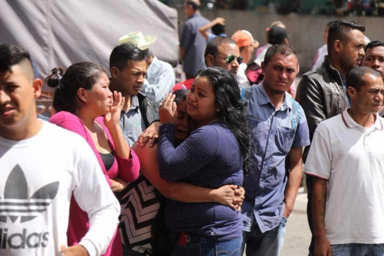 Lágrimas e incertidumbre embargan a familiares de afectados en accidente