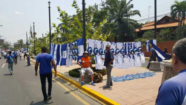 VIDEO: ¡Se calienta el ambiente para el juego entre Honduras y Costa Rica!
