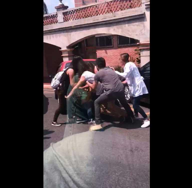 """""""Pleito de faldas"""" fue la pelea de supuestos estudiantes en la Católica"""