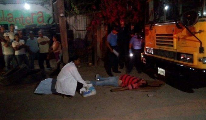 Hombre muere tras caerle encima un autobús en Santa Bárbara