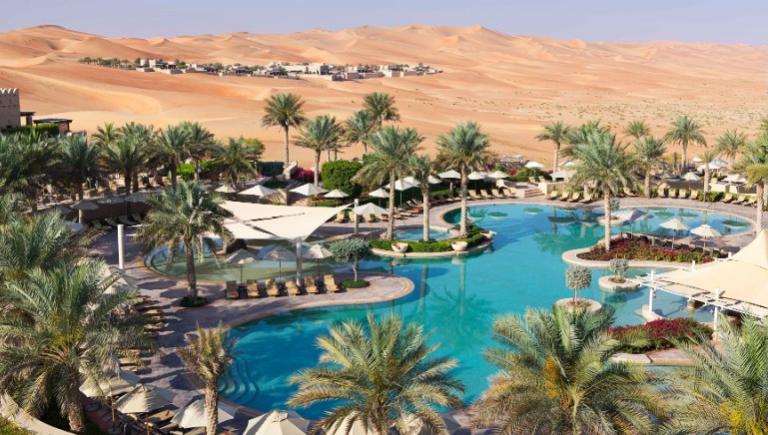 El mejor hotel de Abu Dabi está enmedio del desierto