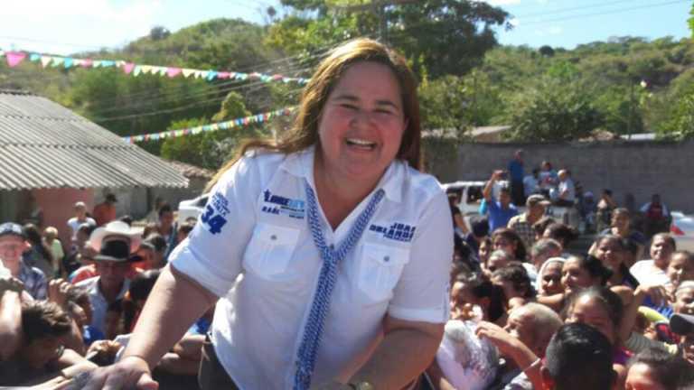Como Papi a la Orden, Loreley Fernández olvidó usar el cinturón de seguridad