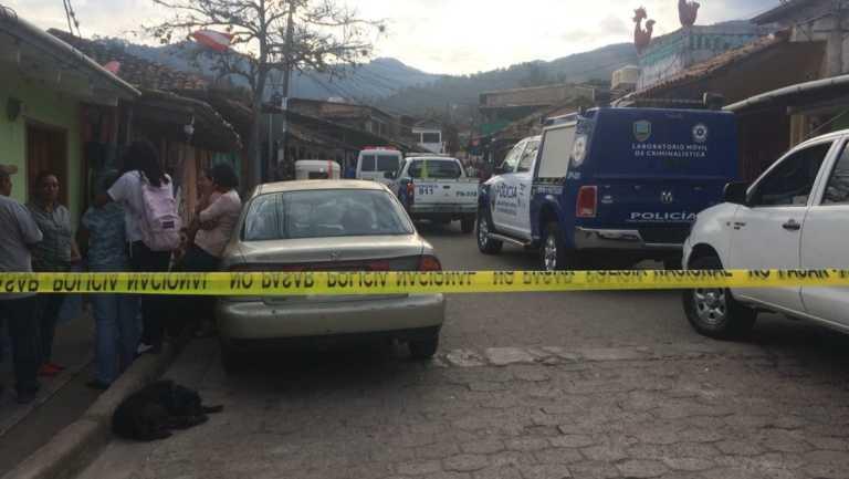 Asesinan a balazos a dos jóvenes en una pulpería en Valle de Ángeles