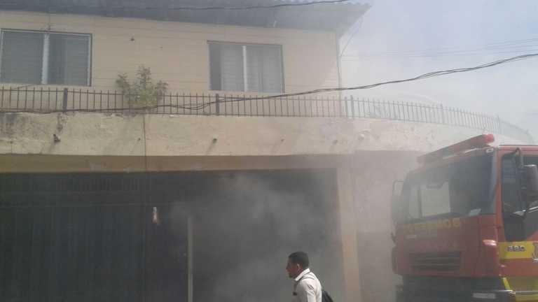 Tegucigalpa: Incendio dentro de bodega de una empresa de seguridad
