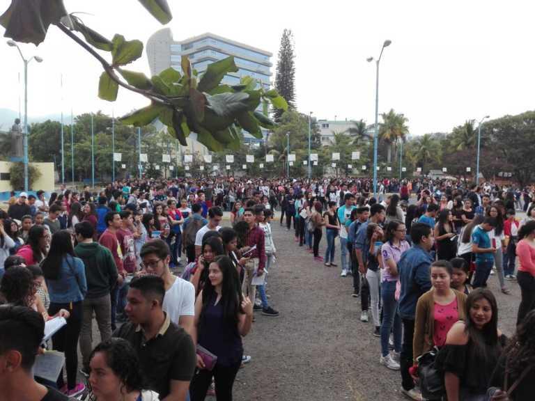 UNAH: Hoy más de 23 mil aspirantes realizan la Prueba de Aptitud a nivel nacional