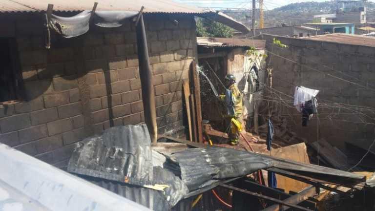 Incendio en la capital deja a toda una familia sin vivienda