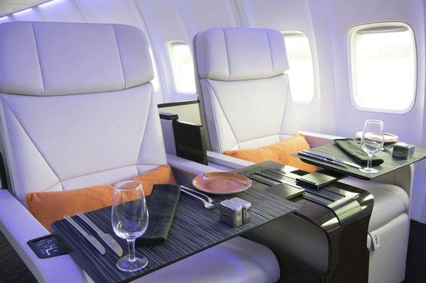Lujos dentro del avión; desde los asientos hasta la atención.