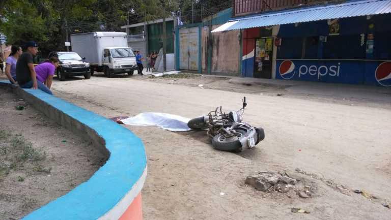Asesinan motociclista en Colonia Luisiana de SPS