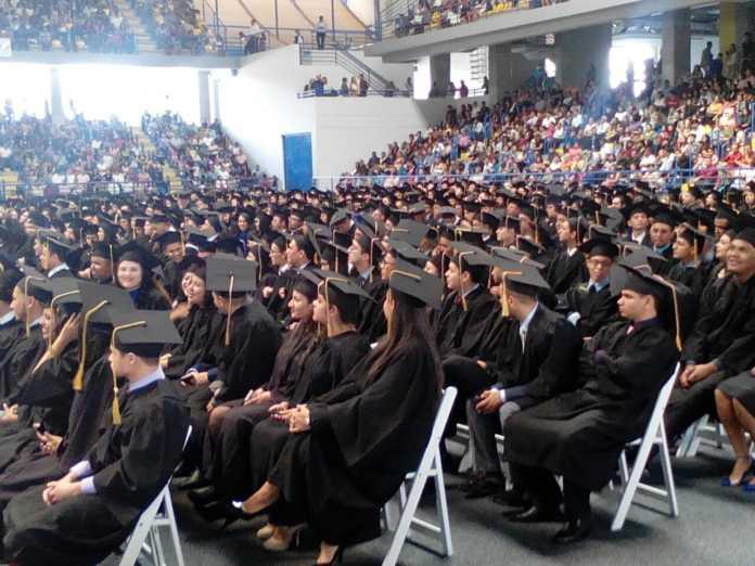 graduaciones en la UNAH
