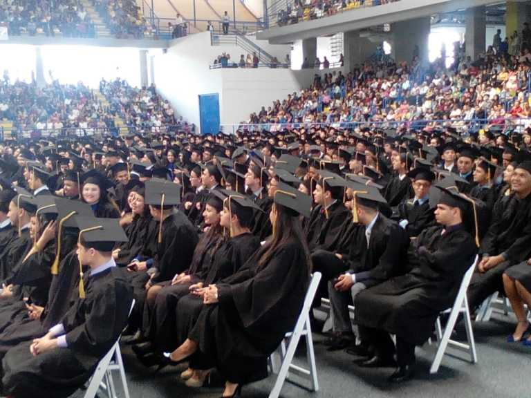 Más de mil nuevos profesionales  se gradúan este día en la UNAH