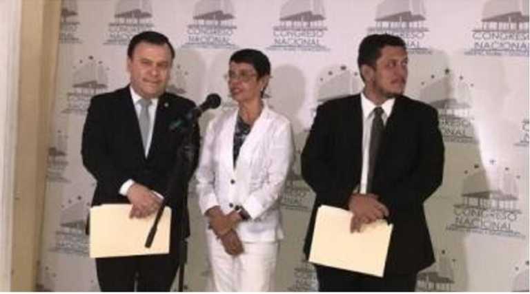 Rutilia Calderón llega al congreso a definir lineamientos del TES 2017