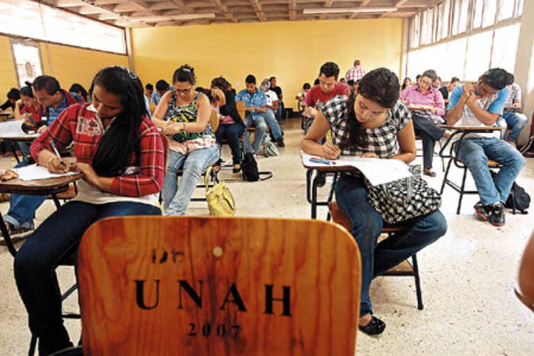 UNAH: El 70.1 % de estudiantes que realizaron la PAA en marzo, aprobaron