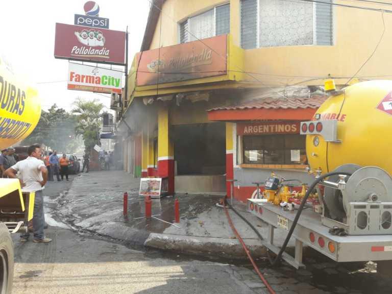 Tegucigalpa: Incendio consume Pollolandia en el bulevar Miraflores