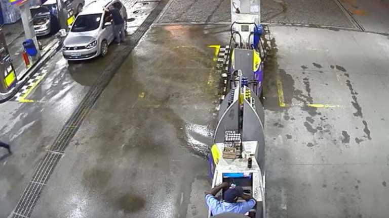 VÍDEO: Vehículo explota en gasolinera y mujer muere calcinada en Brasil