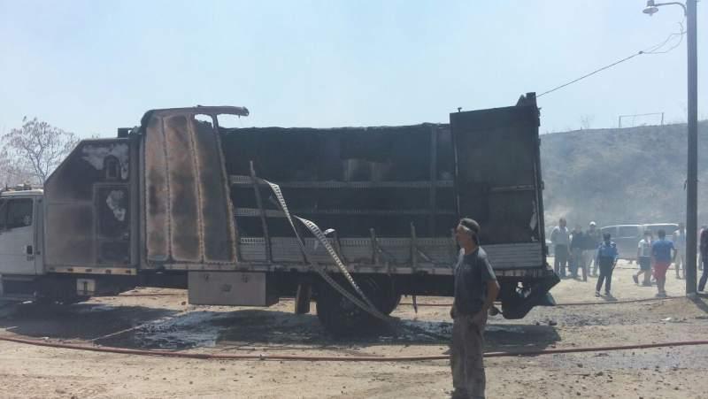 Varios vehículos afectados por incendio en la capital de Honduras