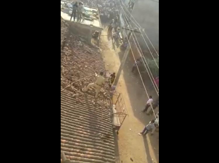 India: hombre salta desde techo para evitar ser atacado por leopardo