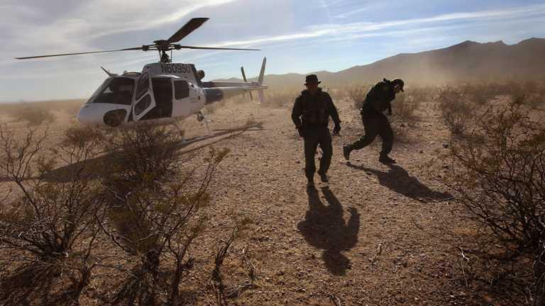 Padre e hijo inmigrantes hondureños son rescatados en desierto de Arizona